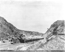 An excavator loads spoil into rail cars in the Culebra Cut, Panama, 1904